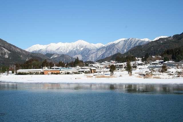 木曽川と中央アルプス(大桑村野尻)